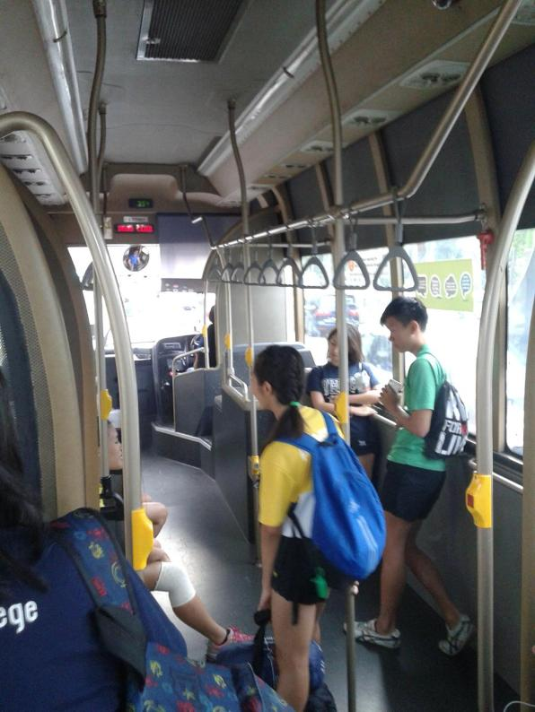 View from the inside. All buses are very comfortable, equipped with lots of stop request buttons and air-conditioning. This is especially important in hot Singaporean weather! Все автобусы комфортабельные, со множеством кнопок для запроса остановки, и конечно кондиционером - что немаловажно в жаркую сингапурскую погоду!