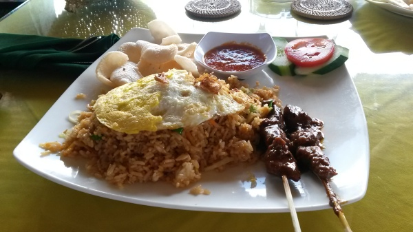 жареный рис с курицей по-балийски